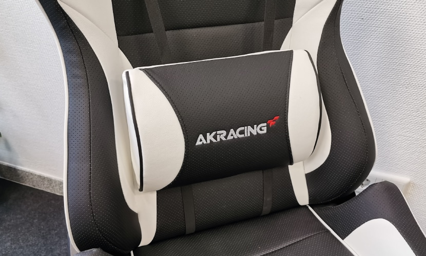 Lumbar cushion of acracing chair in test