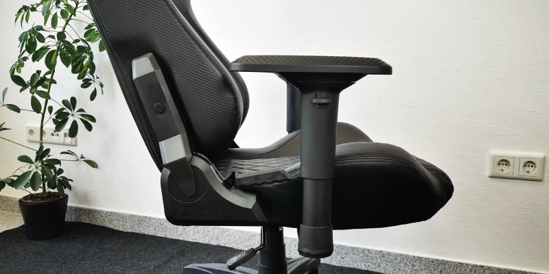 armrests-of-the-t1-race-test