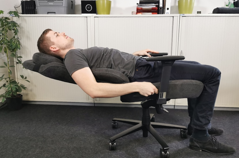 backrest-about-165-degree-inclined