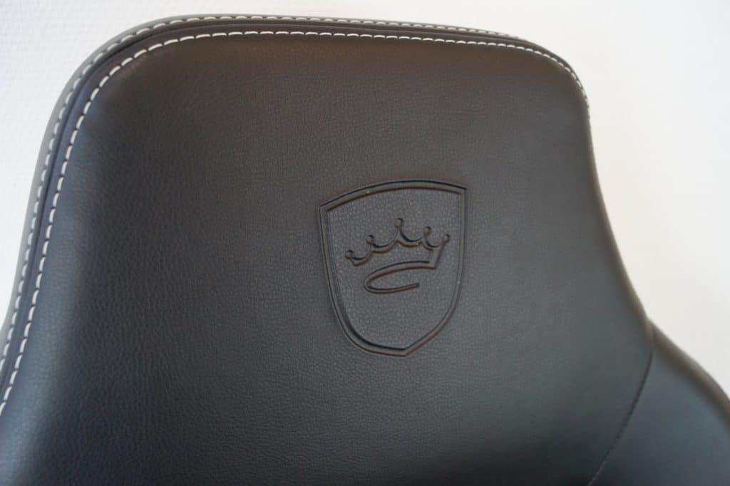noblechairs-hero-in-test-headrest-memory-foam