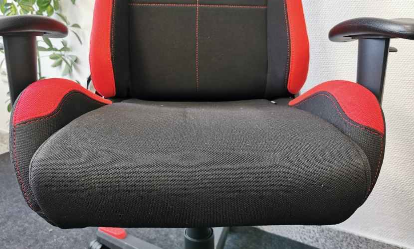 pronounced side bolsters on the dx racer gaming computer chair for gamers