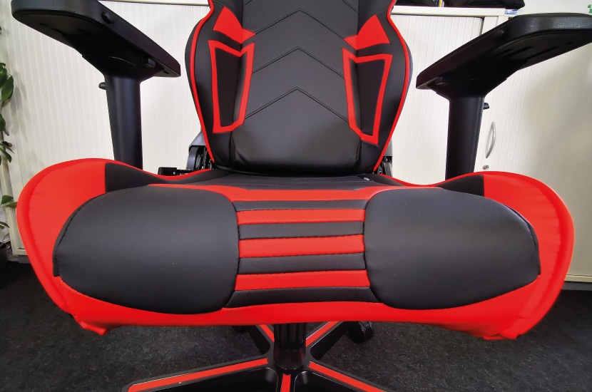 seat-surface-of-racing-pro-series
